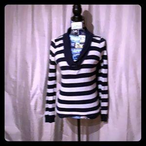 GAP long sleeve low cut stripe shirt